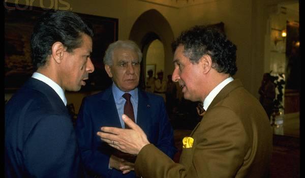 Mouloud Hamrouche, Chadli Bendjedid et Sid Ahmed Ghozali.