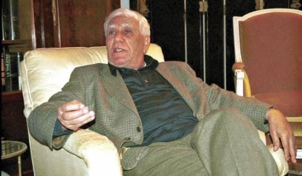 Chadli Bendjedid a été violemment critiqué par Bouteflika dans la presse internationale.