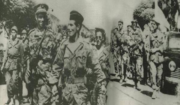 Si Lhafidh défile avec si Lhanafi à la tête des maquisards de la wilaya III sur le boulevard principal de la ville de Tizi-Ouzou.
