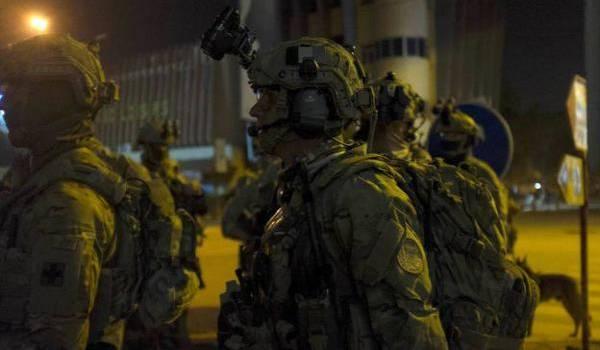 Les forces de sécurité française appuyent l'armée du Burkina autour de l'hôtel. Photo Reuters.
