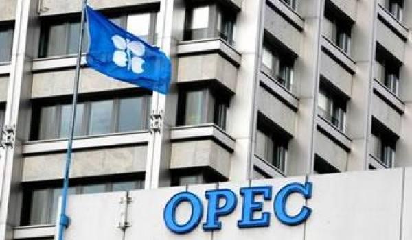 Face à l'effondrement des cours du pétrole, l'Opep pourrait se réunir en mars.