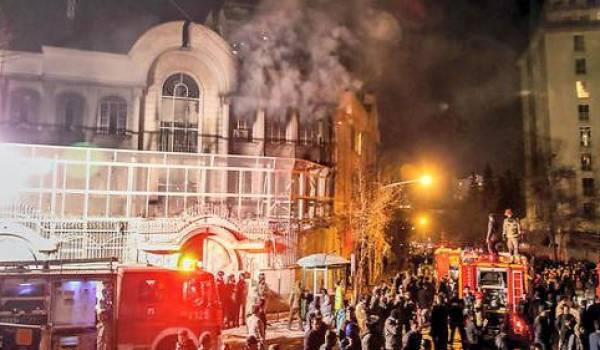 L'ambassade d'Arabie saoudite en Iran saccagée par les manifestants.