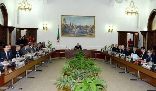 Le Conseil des ministres approuve l'avant-projet de constitution