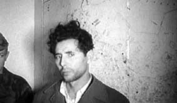 Brahim Chergui, lors de son arrestation par les paras français en 1957.
