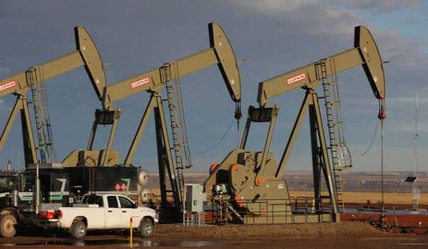 Le cours du pétrole a perdu deux dollars.