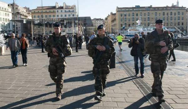 Hollande souhaite la prolongation de l'état d'urgence.