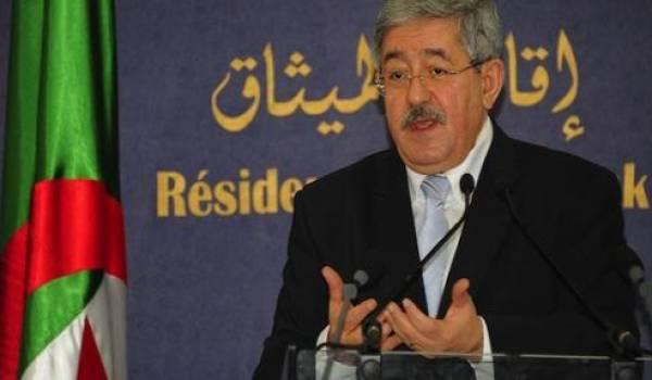 Ahmed Ouyahia a été chargé par le clan de vendre cette constitution aux Algériens.