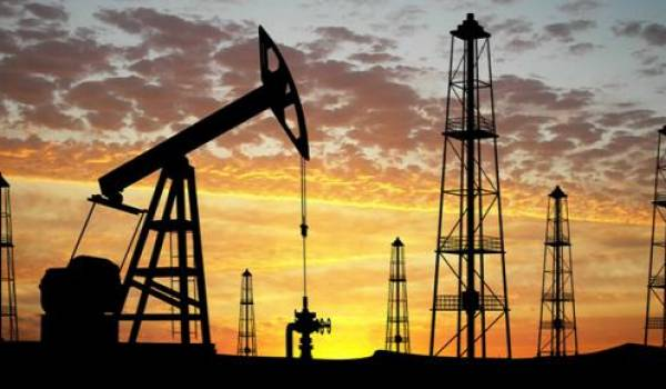 Le cours du pétrole ne cesse de dégringoler.