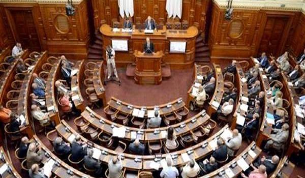 Le Sénat algérien, autre chambre de serviteurs du pouvoir.