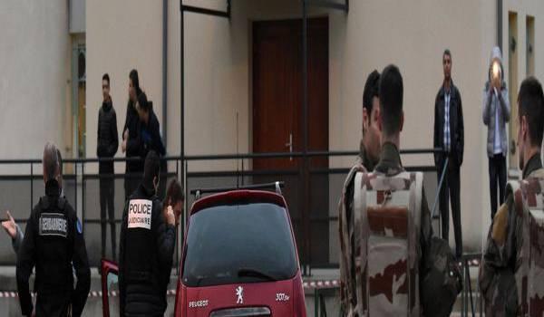 Un forcené fonce sur les militaires à Valence. Photo AFP