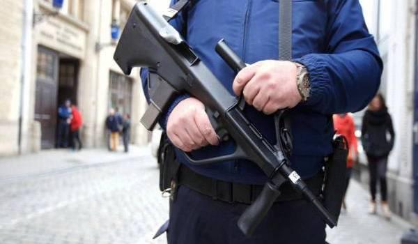 La police allemande a effectué dimanche dans la région de Mayence (ouest de l'Allemagne) des perquisitions aux domiciles de deux individus