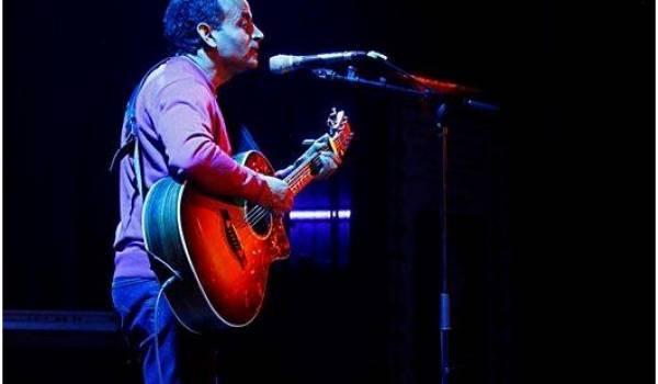 Smaïl Ferrah sur scène. Crédit Mohamed Bentalha