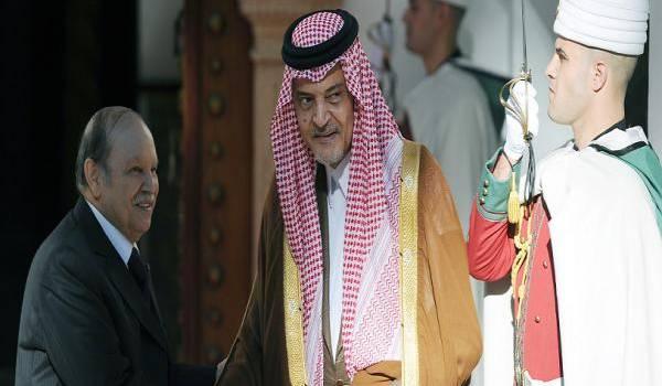 Bouteflika accueille l'ancien ministre saoudien des Affaires étrangères Saoud ben Fayçal ben Abdelaziz al-Saoud -
