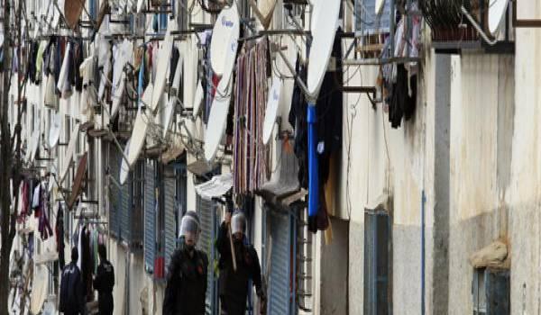 La société algérienne est gagné par le consumérisme et l'insécurité.