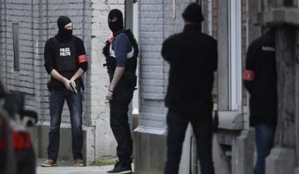 La police belge poursuit ses recherches