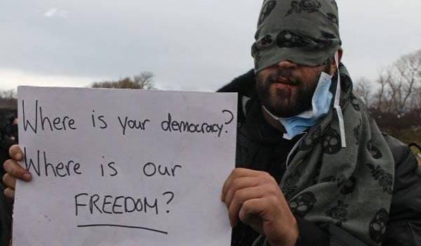 """""""Jungle"""" de Calais (France) : """"Où est votre démocratie ?"""" clament huit migrants aux bouches cousues"""