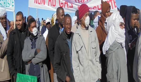 Dix-huit membres du collectif antigaz de schiste d'In Salah sont traînés devant les tribunaux accusés de destruction de biens publics.