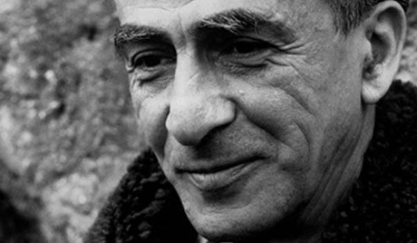 Kateb Yacine a longtemps d'écrivain public aux ouvriers algériens en France.