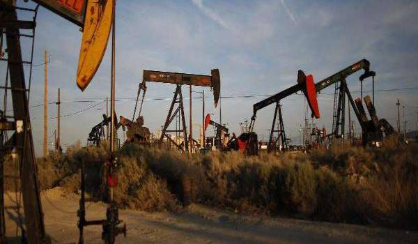 Il y a moins de puits de pétrole en activité
