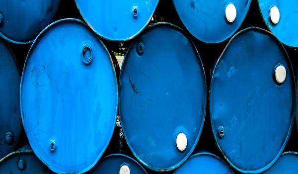 Le cours du pétrole commence la semaine en hausse.