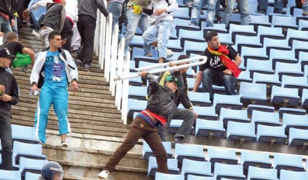 La FAF et les responsables de clubs se montrent incapables de faire face à la violence dans les stades.