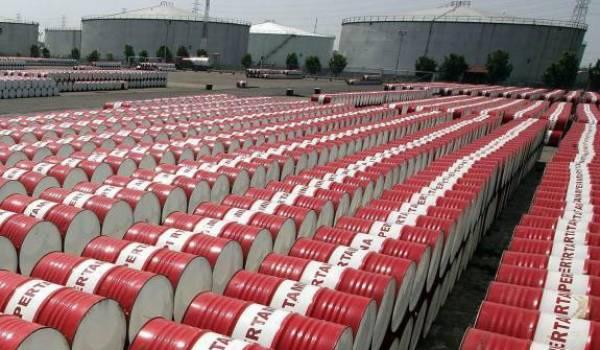 La baisse du prix du pétrole à hauteur de 60 % a des conséquences notables sur  l'économie algérienne.