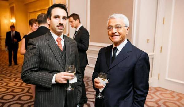 Chakib Khelil (à droite) : l'image tranche avec l'homme des zaouïas qu'il veut bien donner de sa personne ces derniers temps..