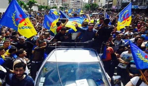 Des milliers de militants du MAK manifestent mercredi en Kabylie.