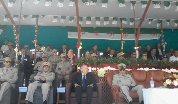 L'état-major de la 5e région militaire avec le wali Sallamani