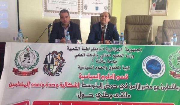 Mkhaloufi Wahab, le recteur de la faculté de droit à gauche et Dif Abdesselam, recteur de l'université Hadj-Lakhdar à droite.