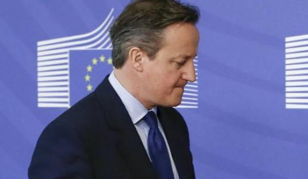 David Cameron pressé de démissionner.