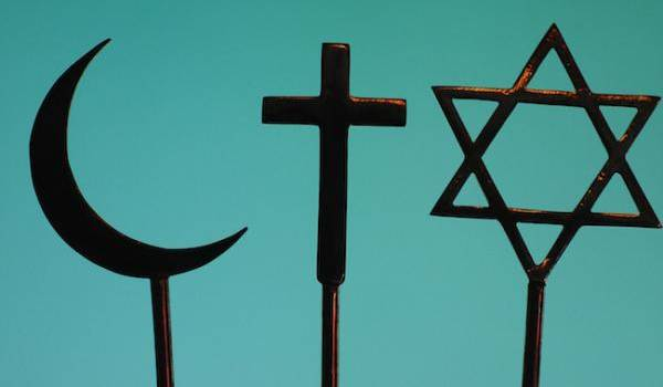 Les relations entre l'Occident et l'Islam ont souvent été marquées par des tensions.