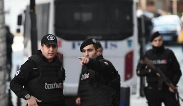 Les services de sécurité turcs sur le pied de guerre.