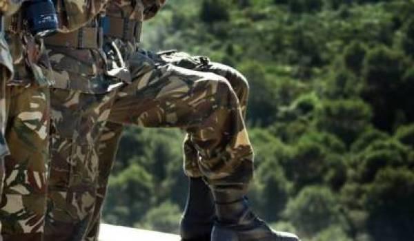 L'Armée doit se tenir à l'écart de toute activité politique.