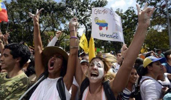 Les pénuries jettent les Vénézuéliens dans les rues.