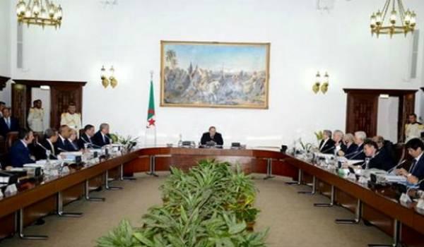 Réunion du conseil des ministres.