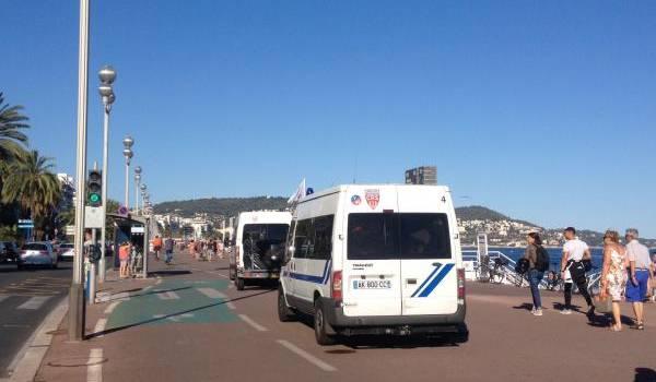 La police patrouille à Nice au lendemain de l'attaque