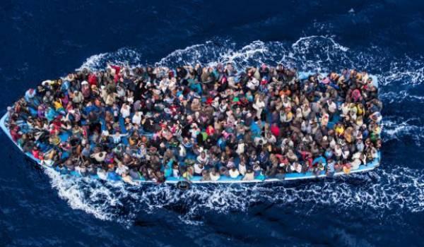 Les départs de migrants de la Libye se font souvent par vagues de plusieurs milliers