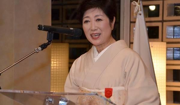 Elue pour quatre ans, Mme Koike, 64 ans, ex-ministre de l'Environnement puis de la Défense