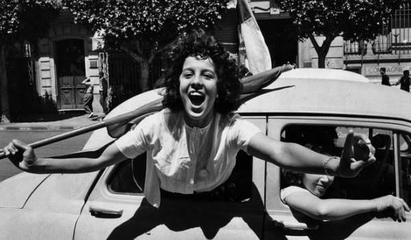 Marc Riboud a fait un formidable reportage photo sur les premiers jours de l'indépendance algérienne. Photo de Marc Riboud.