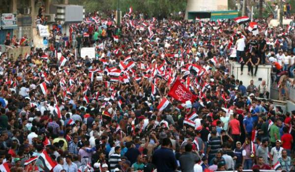 Il y a un an des milliers d'Irakiens étaient sortis dans la rue pour dénoncer la corruption du pouvoir.