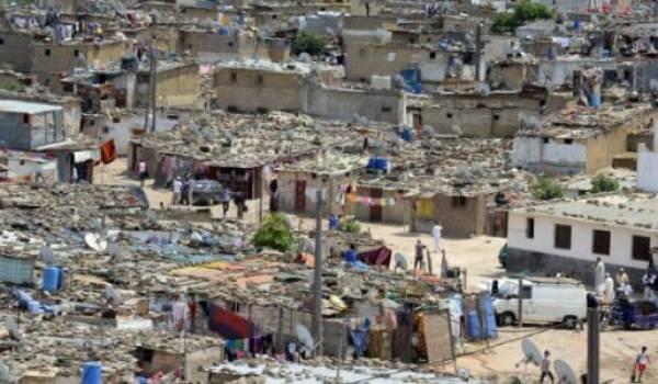 L'absence de toute politique d'aménagement urbain n'est pas sans conséquences sur l'évolution de la société.