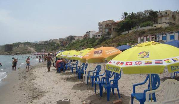 Les loueurs de parasoles squattent les lieux