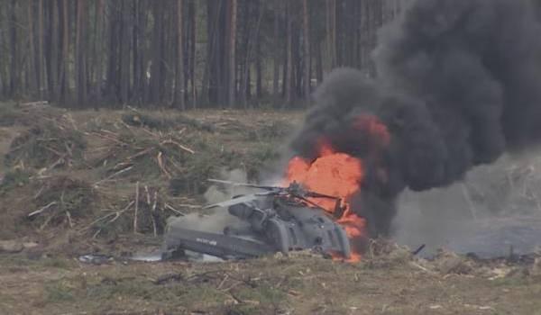 Un hélicoptère militaire qui s'est écrase lors d'une démonstration - Août 2015