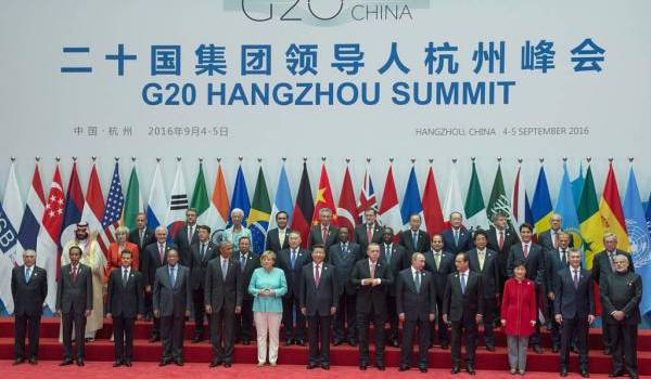 Les membres du G20 posent pour la photo traditionnelle.