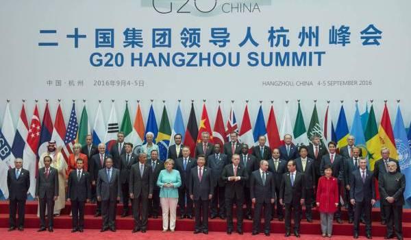 Les membres du G20 posent pour la photo traditionnelle.