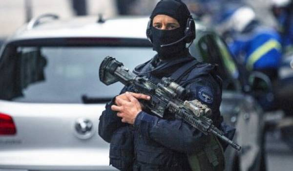 Un mineur interpellé par la DGSI à Paris pour projet d'attentat