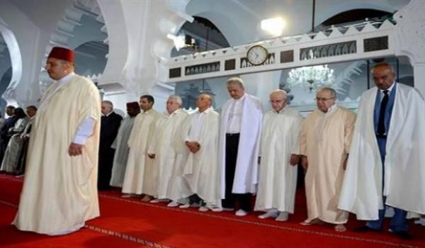 Les plus hautes personnalités du pays étaient à la mosquée en l'absence du chef de l'Etat.