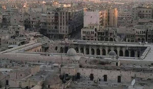 A Alep, la mosquée omeyyade et tous les quartiers environnants détruits.