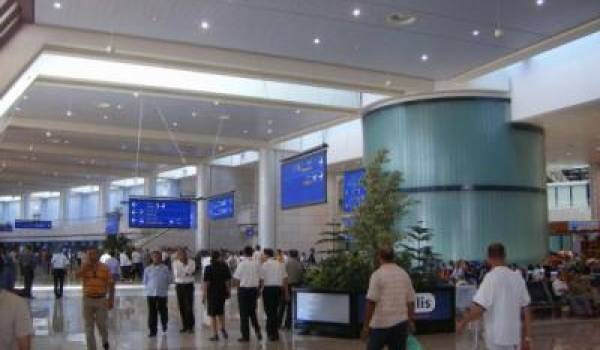 Aéroport d'Alger : une passagère arrêtée en possession de plus de 74 000 euros